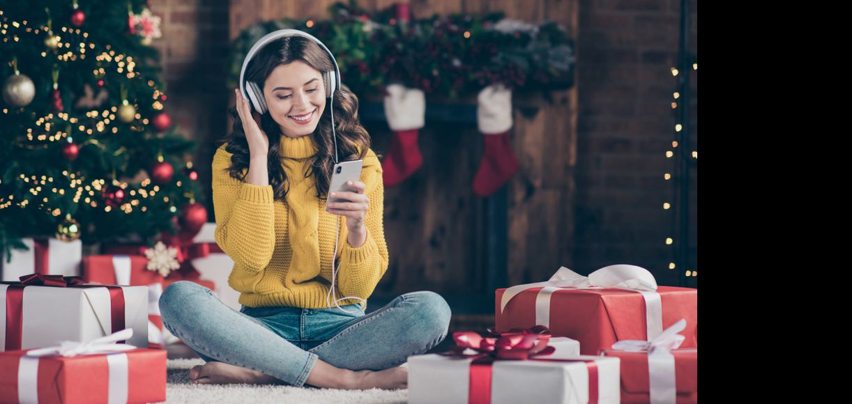 The Holiday Playlist That'll Put You in a Merry Mood