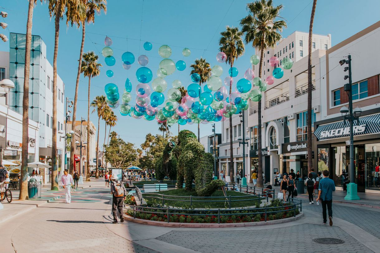 Spanning three blocks, the Third Street Promenade offers everything from luxury stores to boutique shops.