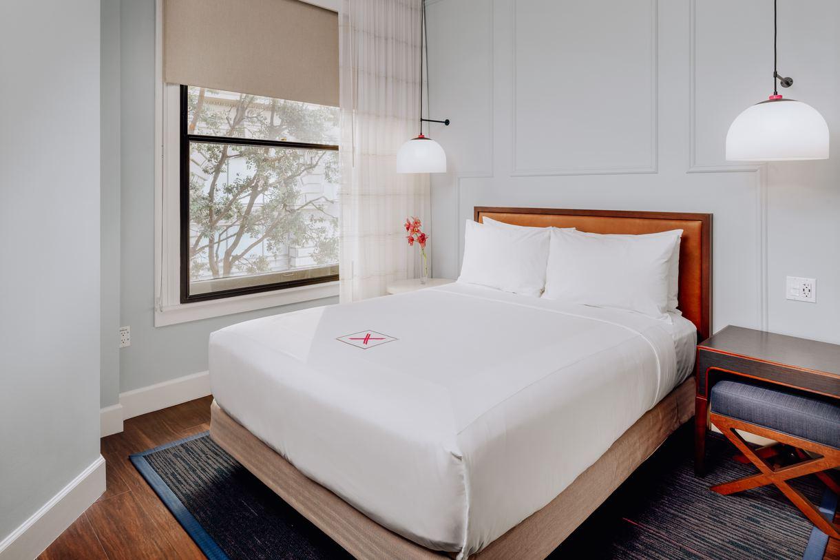 The Mono Queen rooms boast sumptuous linens and plush mattresses.